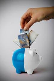 In der Kasse des Kantons Luzern fehlen in den nächsten drei Jahren 330 Millionen Franken. (Bild: Bildmontage Neue LZ)