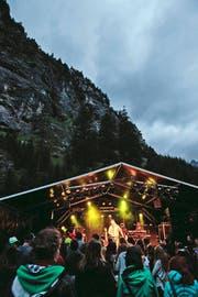 Die Band The Gardener And the Tree bei ihrem Auftritt vor imposanter Kulisse. (Bild: Florian Arnold)