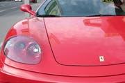 Die jungen Erwachsenen rasten mit einem Ferrari (Symbolbild) von Oberdorf nach Wolfenschiessen und zurück. (Bild: Archiv/Neue LZ)