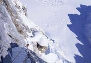 Tiefblick aus der Route «Bird of Prey» in der Ostwand des Moose's Tooth auf den Buckskin Glacier. (Bild: Dani Arnold / Visualimpact)