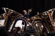 Sandro Blank beim Dirigieren beim Schweizerischen Dirigentenwettbewerb, den er für sich entscheiden konnte. (Bild: pd)
