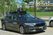Ein selbstfahrendes Uber-Auto, aufgenommen in Pittsburgh. (Bild AP)