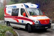 Ambulanz im Einsatz (Symbolbild). (Bild: Corinne Glanzmann / Neue LZ)