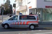 Gegen Mittag verlassen die zwei Polizisten den Tatort vorerst. (Bild: Lucien Rahm (Meggen, 29. Dezember 2017))