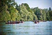 Eine geführte Bootstour auf der Reuss bei Obfelden: Auf solchen Gewässern werden in Zukunft noch mehr Hobbysportler erwartet. (Bild: Wasser-Land GmbH)