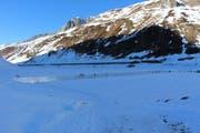 Der Oberalpsee ist gefroren und zum ersten Mal für das Eislaufen frei gegeben. (Bild: pd)