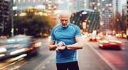 Selbstmessungen der Herzfrequenz können wertvolle medizinische Hinweise geben – zum Beispiel auf das tückische Vorhofflimmern. (Bild: Getty)