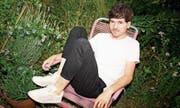 Der Basler Soulsänger James Gruntz hat Tonaufnahmen aus seinem Garten auf seinem neuen Album verewigt. (Bild: PD)