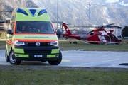 Die Verletzten werden durch den Rettungsdienst ins Spital gebracht. (Bild: Geri Holdener / bote.ch)