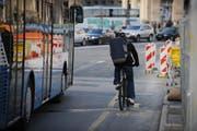 Mehr Busverbindungen, mehr und sicherere Velowege: Das will die Stadt Luzern zusammen mit vier weiteren Städten umsetzen. (Bild Boris Bürgisser/Neue LZ)