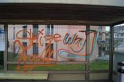Verschmierte Bushaltestelle. (Bild: PD)