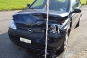 Das stark beschädigte Unfallauto. (Bild: Kapo Nidwalden)