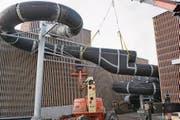 Die Wasserrutschbahn des Ägeribads wird in diesen Tagen montiert. Das Bad öffnet Ende September. (Bild: PD)