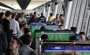 Gamer messen sich im FIFA 2017 auf der PlayStation. (Bild: chg)