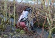 Der Lenker konnte das Unfallauto unverletzt verlassen. (Bild: Luzerner Polizei (Ballwil, 8. März 2018))