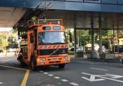 Ein Lastwagen beschädigte auf der Obergrundstrasse die Fahrleitung. (Bild: Charleen Bretteville (Luzern, 26. Juli 2017))