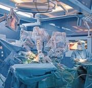 Auch das Kantonsspital Luzern verlässt sich auf Robotik. (Bild: Pius Amrein (Luzern, 1. Dezember 2016))