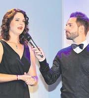 Valeria Huwiler, «Charmante Zugerin 2015», blickt im Gespräch mit Radio-Pilatus-Moderator Damian Betschart auf ihr Amtsjahr zurück. (Bild: Daniel Frischherz)
