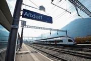 Hier sollen in ein paar Jahren auch Intercity-Züge halten. So will es das Urner Volk. (Bild: Urs Hanhart (Altdorf, 15. März 2017))