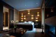 In einem solchen Zimmer im neu eröffneten Andermatter Luxushotel Chedi hat der Schwyzer Ständerat Peter Föhn kostenlos übernachtet. (Bild: Pius Amrein / Neue LZ)