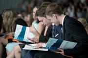 Sie können sich freuen: 95 Prozent der Auszubildenden haben im Kanton Luzern die Lehrabschlussprüfung erfolgreich bestanden. Im Bild: Lehrabschlussfeier am BBZW Willisau. (Bild: Pius Amrein / Neue LZ)