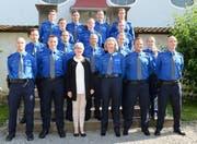 Regierungsrätin Yvonne Schärli mit den vereidigten Polizistinnen und Polizisten. (Bild: Luzerner Polizei)
