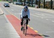 Bald durchgehend: Velosteifen auf der Kantonsstrasse in Meggen. (Bild pd)