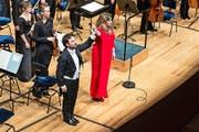 James Gaffigan und Ekaterina Semenchuk holen sich ihren verdienten Applaus ab. (Bild: PD/Lucerne Festival/Patrick Hürlimann)