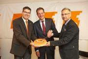 Die beiden CVP-Regierungsräte Guido Graf (rechts) und Reto Wyss (mitte) kämpfen für eine erneute Kandidatur, auf dem Bild zusammen Parteipräsident Pirmin Jung. (Bild: PD)