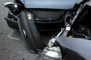 Frontalkollision zweier Autos. (Symbolbild/Adrian Baer)