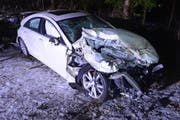 Das Auto stiess in die Randleitplanke der Autobahn und überschlug sich in der Folge. (Bild:Luzerner Polizei)