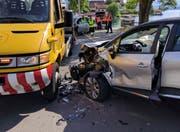 Massiver Sachschaden an den Unfallwagen. (Bild: Geri Holdener, Bote der Urschweiz)