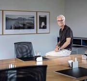 Der abtretende Stadtschreiber Toni Göpfert im Sitzungszimmer des Stadtrats, wo er während der letzten 27 Jahre unzählige Stunden verbracht hat. (Bild: Pius Amrein (Luzern, 12. Juli 2017))