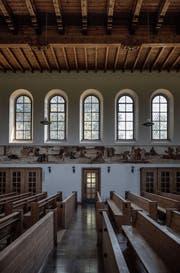 Die Kirche St. Joseph in Perlen mit dem Wandgemälde von Pietro Chiesa und den Beichtstühlen links und rechts im Bild. (Bild: Pius Amrein (22. August 2017))