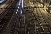 Für 8,8 Millionen Franken erhält der Bahnhof Zug 14 neue Weichen. (Symbolbild ZZ)