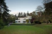 Die in den 1930er-Jahren im Bauhausstil erstellte Villa Senar mit Seeanstoss. (Bild: Pius Amrein / Neue LZ)