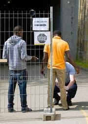 Eingangskontrolle bei der Asylunterkunft in Nottwil. (Bild: Keystone)