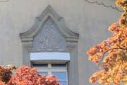 ... und das Emblem, das die Umarmung von Erwin und Eleanor darstellt (Bild: Charly Keiser)