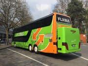 Der erste Flixbus hält auf dem Inseli in Luzern. (Bild: Stefanie Nopper (Luzern, 6. April 2017))