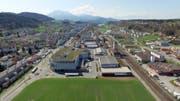 Der Ebikoner Gemeinderat stellt die angepasste Ortsplanung vor, bei welcher entlang der Kantonsstrasse neue Gebiete in der Zentrumszone liegen. (Bild: Stefan Jurendic)