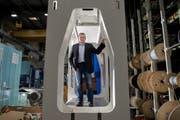 Adrian Achermann, CEO der Beutler Nova, in der Produktionshalle der Firma in Gettnau. (Bild: Eveline Beerkircher)