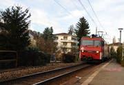 Eine Zugkomposition bei der Haltestelle Matt in Hergiswil. (Bild Corinne Glanzmann/Neue NZ)