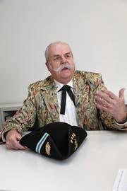 Zunftmeister Franz Hürlimann stellt die Zunft vor. (Bild: Daniel Frischherz (Zug, 20. Februar 2017))