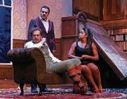 Ganz die englische Art: Szene aus «The Show must go wrong» mit Fabienne Louves als Gastschauspielerin. (Bild: PD)