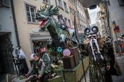 Infinitus ziehen mit «Pilatusdrachen» durch die Gassen. (Bild: Boris Bürgisser (Luzern, 23. Februar 2017))