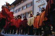 Die Gruppe «Füür und Flamme» gibt eine stimmungsvolle Gesangseinlage zum Besten. (Bild: Werner Schelbert (Zug, 18. Februar 2018))