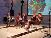 Das Podium zum Thema Glück im Neubad. (Bild: Natalie Ehrenzweig (Luzern, 21. September 2017))