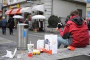 McDonald's leistet bereits einen Beitrag gegen das Littering und leer zweimal täglich die Abfalleimer. (Bild Boris Bürgisser/Neue LZ)