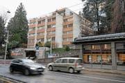 Keine Augenweide – und dennoch vor Abriss geschützt: das Wohnheim an der Haldenstrasse. (Bild: Corinne Glanzmann (Luzern, 16. Februar 2018))