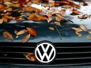Der Abgas-Skandal drückte bei VW im Herbst auf die Verkaufszahlen. (Bild: KEYSTONE/EPA DPA/JAN WOITAS)